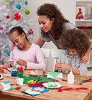 Family-doing-holiday-arts-and-crafts3